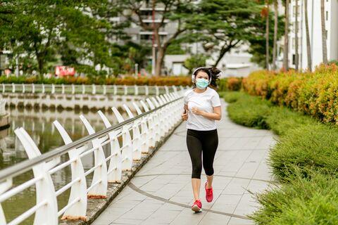 Face_mask_Runner_iStock-1217782763
